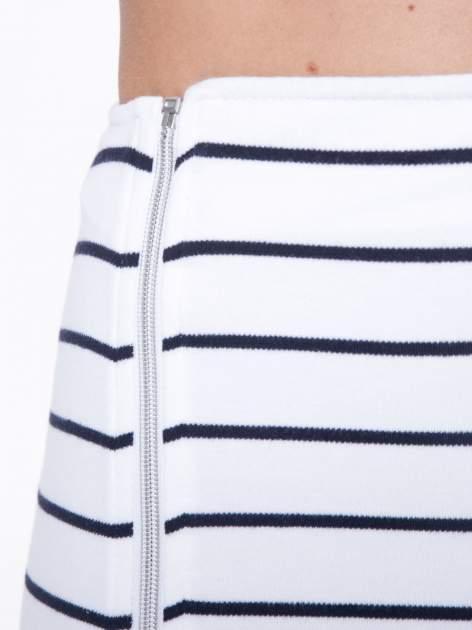 Biała mini spódnica w paski z suwakiem z boku                                  zdj.                                  9