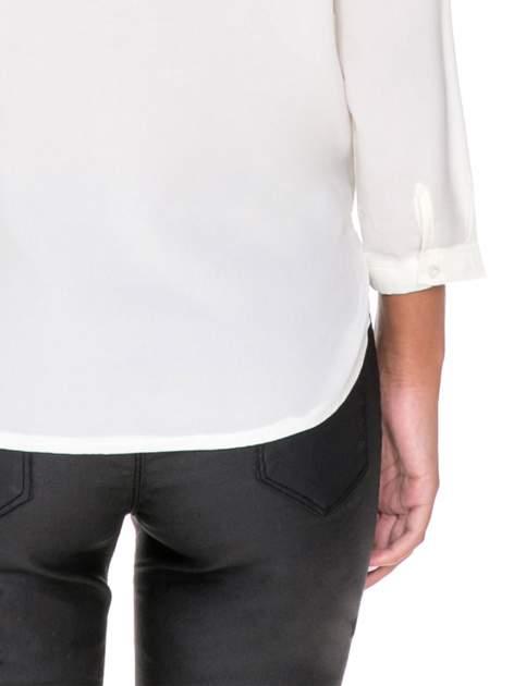 Biała minimalistyczna koszula z trójkątnym dekoltem                                  zdj.                                  8