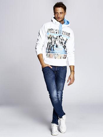 Biała ocieplana bluza męska z miejskim nadrukiem                                  zdj.                                  2