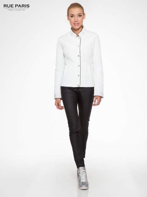 Biała pikowana kurtka ze skórzaną lamówką                                  zdj.                                  2
