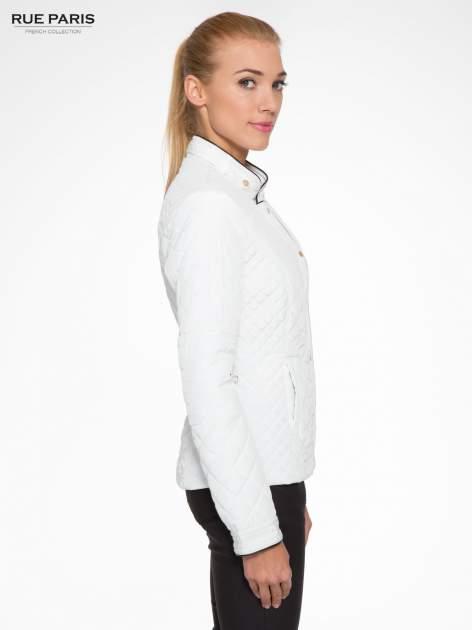 Biała pikowana kurtka ze skórzaną lamówką                                  zdj.                                  3