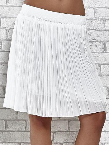 Biała plisowana spódnica do kolan                                  zdj.                                  1