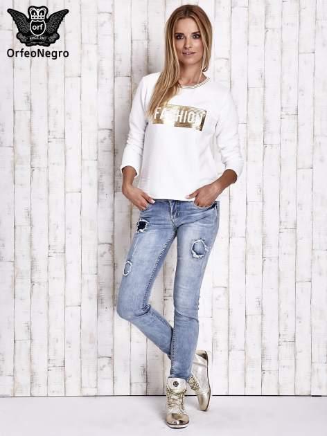 Biała prążkowana bluza ze złotym nadrukiem FASHION                                  zdj.                                  4