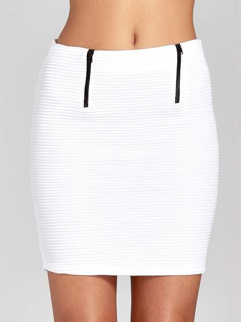 Biała prążkowana mini spódnica tuba z suwakami                                  zdj.                                  5