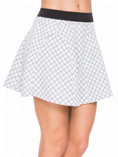 Biała rozkloszowana mini spódniczka w kratkę                                  zdj.                                  5