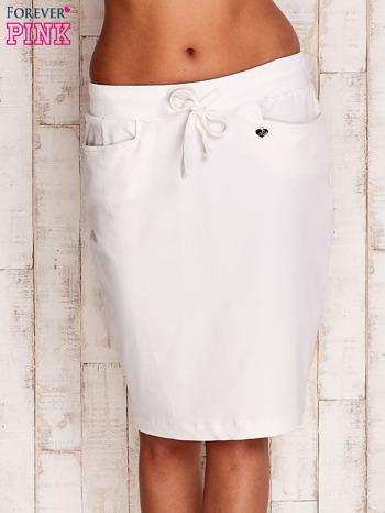 Biała spódnica z troczkami i kieszeniami                                  zdj.                                  1