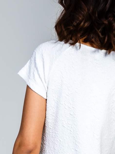 Biała sukienka z obniżoną talią i falbaną na dole                                  zdj.                                  9