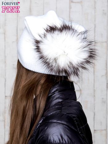 Biała wełniana czapka z futrzanym pomponem                                   zdj.                                  3