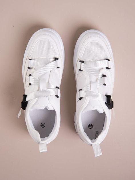 Białe buty sportowe z wiązaniem i zapięciem na klips                              zdj.                              2