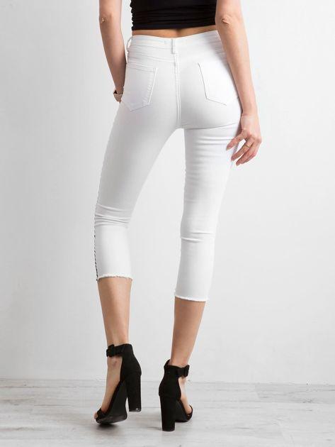 Białe jeansy skinny z lampasem                              zdj.                              2