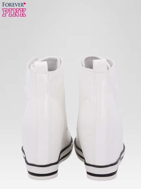 Białe klasyczne sneakersy damskie                                  zdj.                                  3