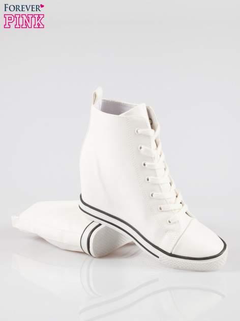 Białe klasyczne trampki na koturnie sneakersy                                  zdj.                                  4