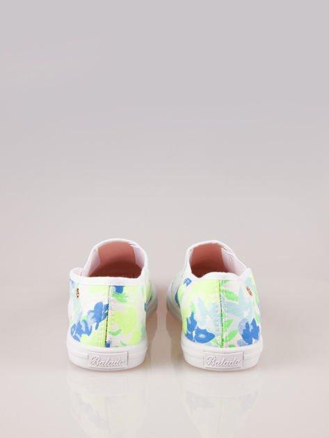 Białe kwiatowe buty slip-on                                  zdj.                                  3