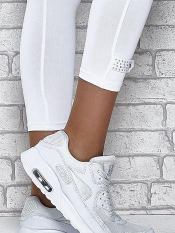 Białe legginsy sportowe termalne z patką z dżetów                                  zdj.                                  6