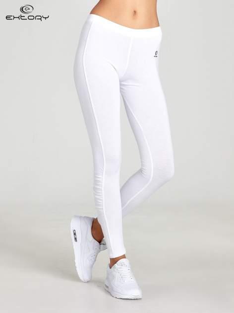 Białe legginsy sportowe z drapowaniem