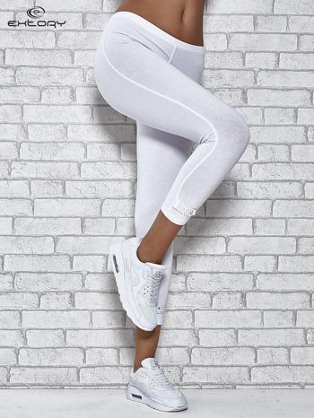 Białe legginsy sportowe z patką z dżetów na dole                                  zdj.                                  1