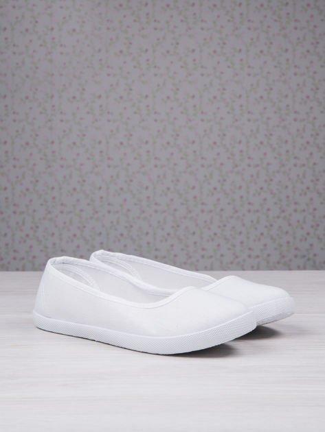 Białe płócienne baleriny Sleeky na wyższej podeszwie                                  zdj.                                  2