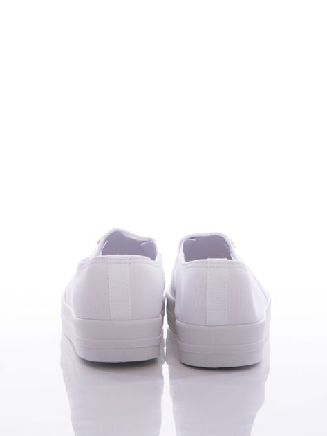 Białe slipony z gumkami po bokach na grubej platformie                                  zdj.                                  3