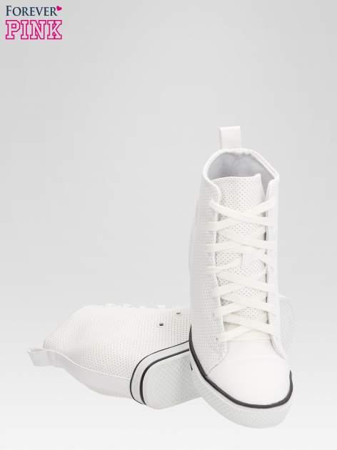 Białe sneakersy damskie z siateczką                                  zdj.                                  4
