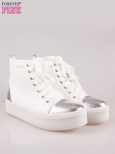 Białe sneakersy za kostkę Nessa na grubej podeszwie ze srebrnym noskiem                                  zdj.                                  2
