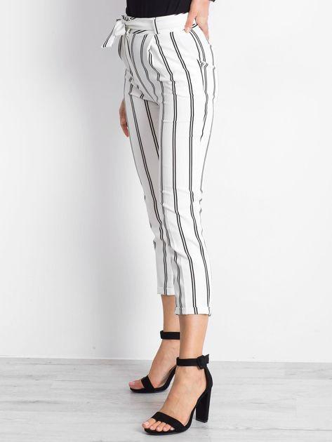 Białe spodnie Bespoke                              zdj.                              3