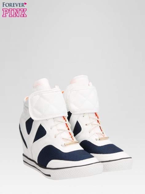 Białe sportowe sneakersy damskie z siateczką                                  zdj.                                  2