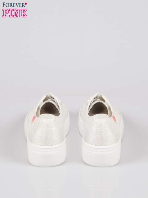 Białe tenisówki na wysokiej podeszwie z efektem glitter                                  zdj.                                  3