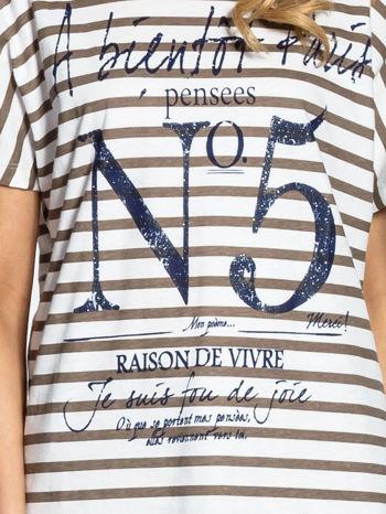Biało-beżowy t-shirt w paski z napisem À BIENTÔT PARIS                                  zdj.                                  4