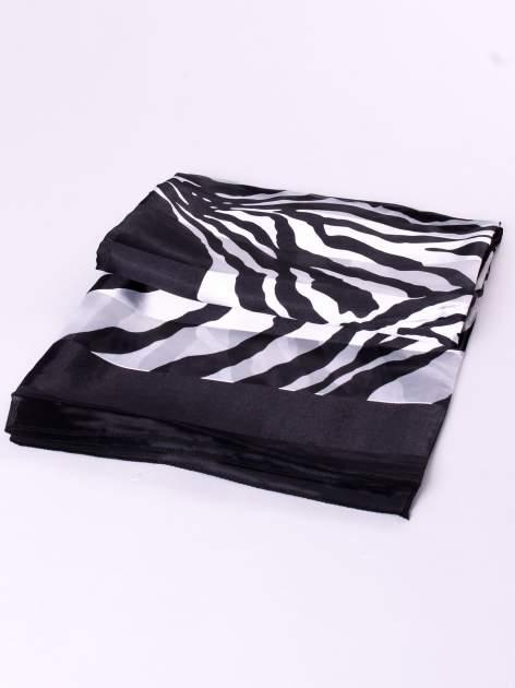 Biało-czarna chusta apaszka we wzór zebry                                  zdj.                                  3
