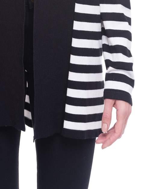 Biało-czarny pasiasty otwarty sweter kardigan z prążkowanym kołnierzem                                  zdj.                                  6
