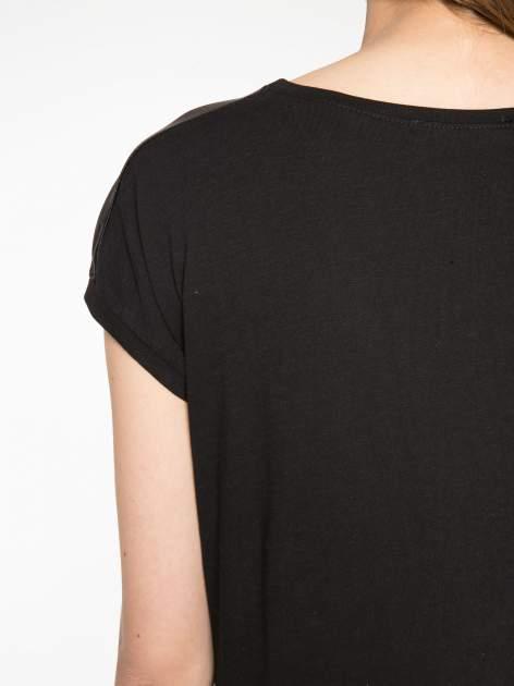 Biało-czarny t-shirt z nadrukiem wieży Eiffla                                   zdj.                                  10
