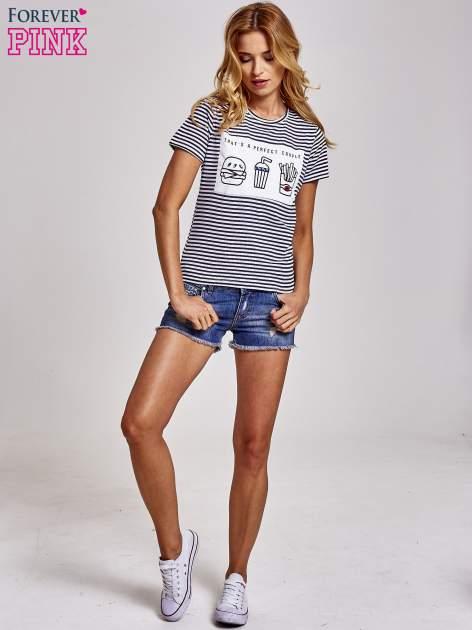 Biało-granatowy t-shirt w paski z motywem fast food                                  zdj.                                  2