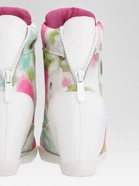 Biało-różowe sneakersy damskie z motywem floral                                  zdj.                                  8