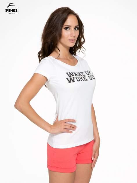 Biały bawełniany t-shirt z nadrukiem tekstowym WAKE UP WORK OUT                                  zdj.                                  3