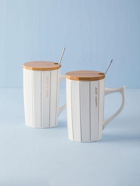 Biały ceramiczny kubek w paski