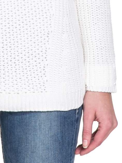 Biały ciepły sweter z golfowym kołnierzem                                  zdj.                                  6
