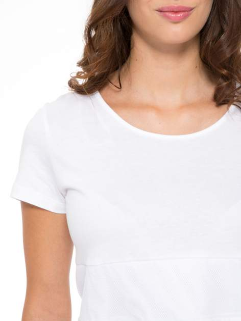 Biały gładki t-shirt z przeszyciami na dole                                  zdj.                                  6