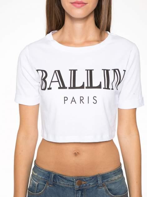 Biały krótki t-shirt przed pępek z napisem BALLIN PARIS                                  zdj.                                  6
