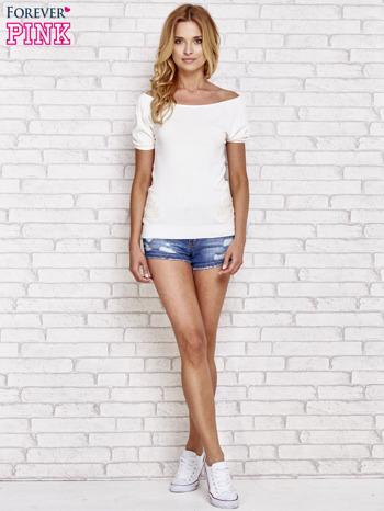Biały sweterek z opadającymi ramionami                                  zdj.                                  2