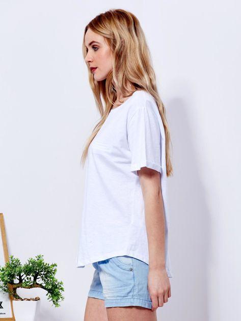 Biały t-shirt basic z podwijanymi rękawami                              zdj.                              3