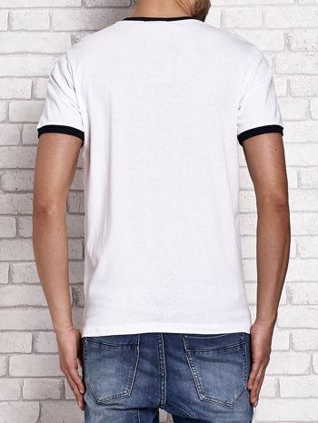 Biały t-shirt męski z miejskim nadrukiem
