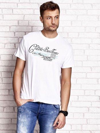 Biały t-shirt męski z napisami i liczbą 83                                  zdj.                                  2