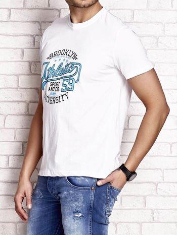 Biały t-shirt męski z napisem BROOKLYN ATHLETIC UNIVERSITY                                  zdj.                                  3