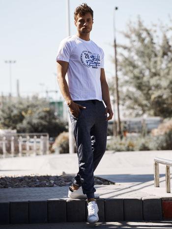 Biały t-shirt męski z napisem CHAMPION i liczbą 28                                  zdj.                                  6