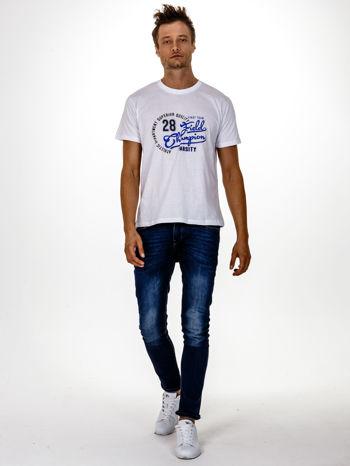 Biały t-shirt męski z napisem CHAMPION i liczbą 28                                  zdj.                                  5