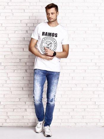 Biały t-shirt męski z napisem RAMOS i nadrukiem                                  zdj.                                  4