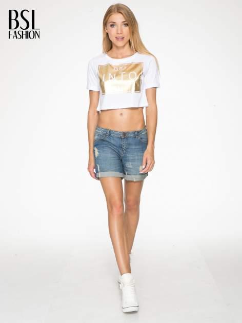 Biały t-shirt przed pępek ze złotym nadrukiem GET INTO IT                                  zdj.                                  5