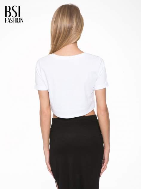 Biały t-shirt typu crop z napisem BOYS                                  zdj.                                  4