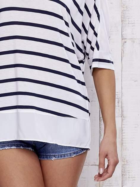 Biały t-shirt w paski z tiulowymi wstawkami                                  zdj.                                  5