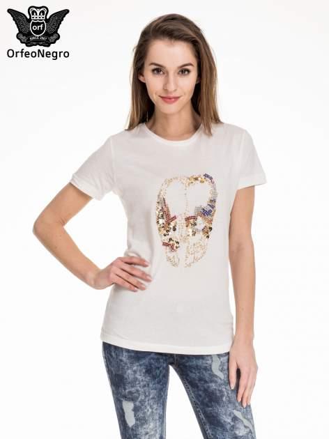 Biały t-shirt z aplikacją czaszki z cekinów